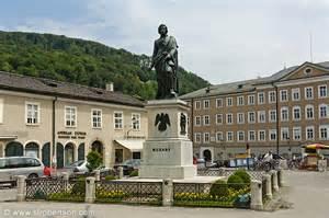 Statue of Mozart, Mozart Plaza
